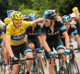 Chris Froome thanking his loyal team